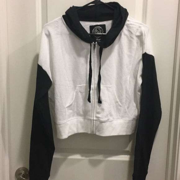 2dc469065749 Black and White Cropped Zip-Up Hoodie